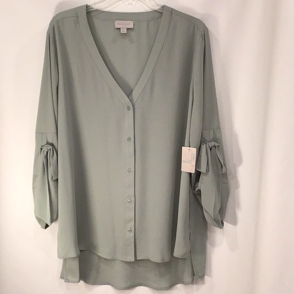Belle & Sky Tops - NWT Belle & Sky Button-up Blouse